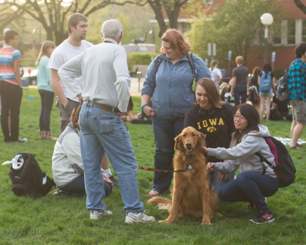 college therapy dogs help students destress during finals 8 pictures 2