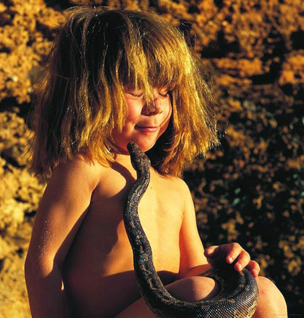 girl that bridged the gap between us and the animals 10 pictures 3