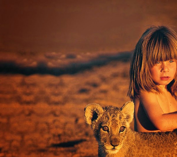 girl that bridged the gap between us and the animals 10 pictures 9