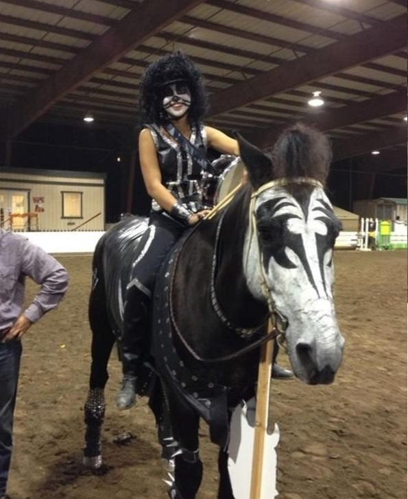 horse costumes living a day in your fantasy 24 pics 23