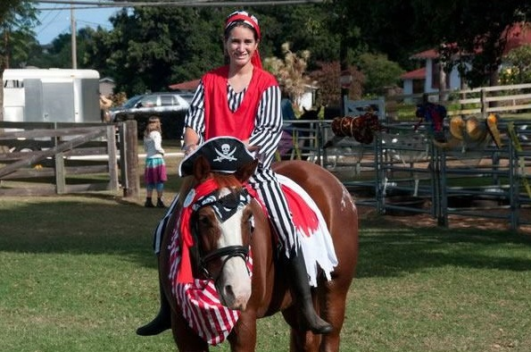 horse costumes living a day in your fantasy 24 pics 3